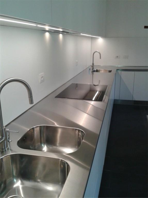 piano in acciaio inox con due zone lavaggio a vasche saldate