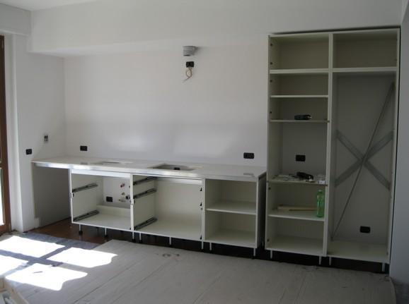 scatto della cucina durante il montaggio