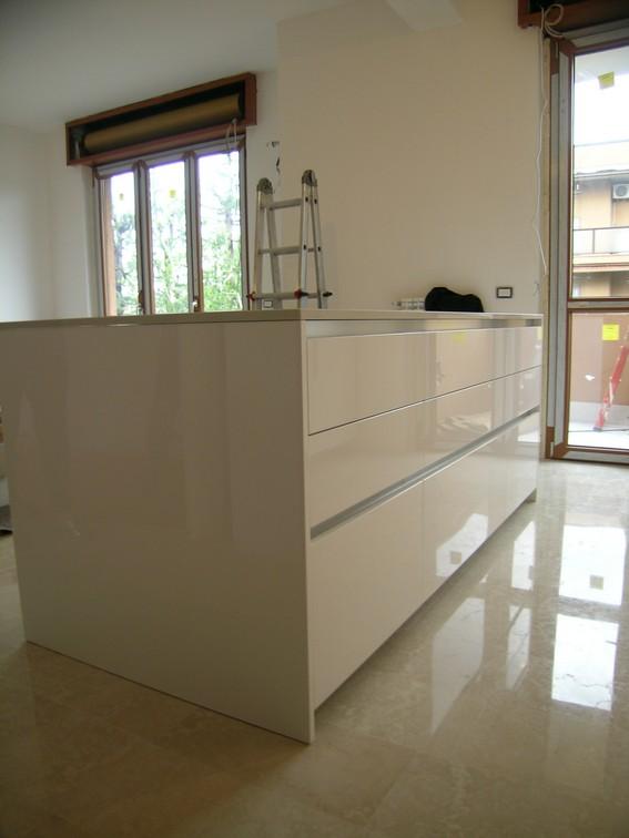 cucina ad isola laccato bianco