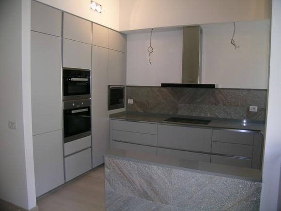 colonne forno,frigorifero e cantinetta vini.